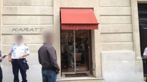 09.06Un-malfaiteur-arme-est-entre-lundi-dans-une-bijouterie-situee-au-44-de-la-rue-Francois-1er-dans-le-8eme-arrondissement-a-Paris.-.-930620_scalewidth_630